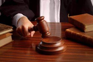 Судья и молоток