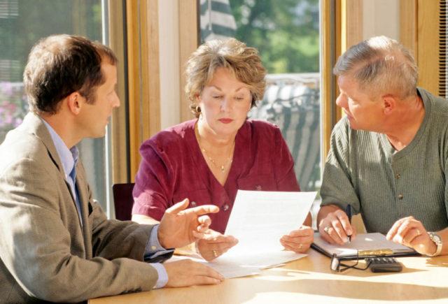 Адвокат и супруги